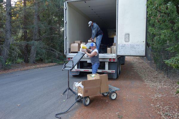 October 2017 Food Distribution - California Valley Miwok Tribe